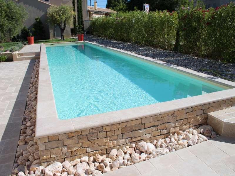 Installation de margelles puits de lumi re xpert for Bordure per piscine